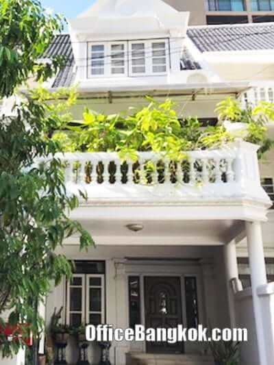 Townhouse 3 storey for rent on Sukhumvit 43 close to Phrom Phong BTS Station