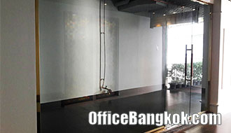 Small Retail Space for rent on Rama 4 - Phra Khanong